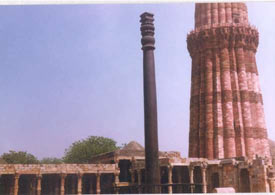 Qutb-Minar with a nearby metallic pole which exhibits almost no corrosion!
